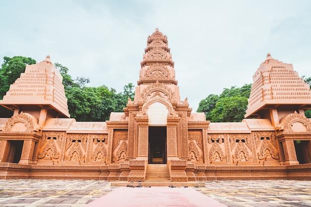 Красиво архитектура в ват tham phu wa, канчанабури, таиланд