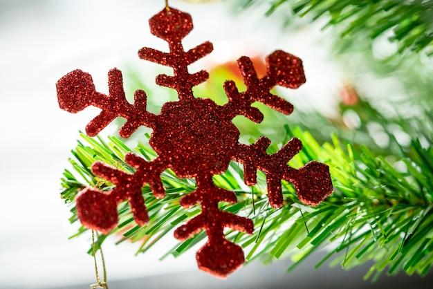 크리스마스 트리와 함께 아름 다운 크리스마스 장식 bokeh 배경 홈 인테리어