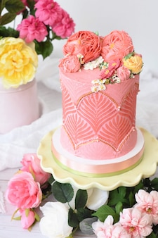 Beautifully decorated flower cake dessert with flowers around