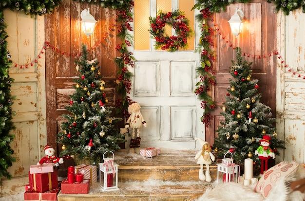 Красиво оформленный дом в рождественский сезон