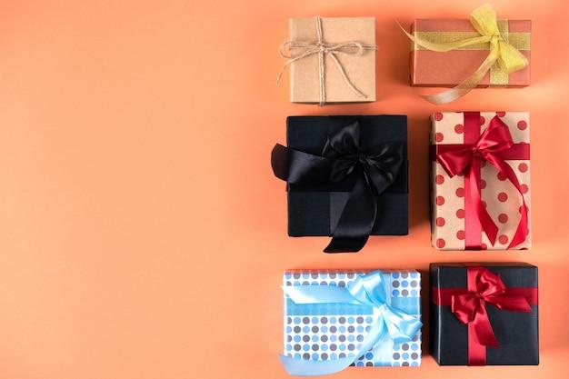 Красиво упакованные подарки на день рождения, черную пятницу, рождество, новый год или свадьбу.