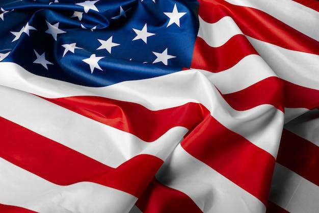 美しく手を振る星とストライプのアメリカ国旗