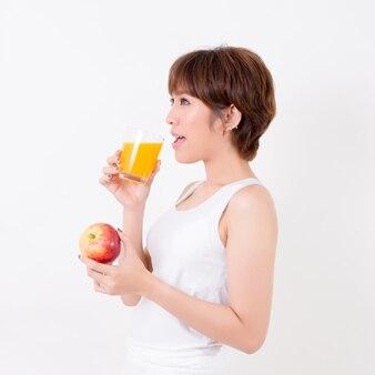 건강 식품 beautifulyoung 아시아 여자입니다. 흰 배경에 고립. 스튜디오 조명. 건강에 대 한 개념입니다.
