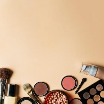 美容と上のスペースを持つ化粧品の組成