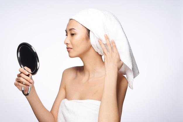 아시아 여성 피부를위한 뷰티 케어