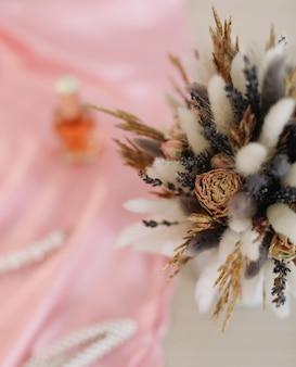 Красота мода блог концепция стильные женские аксессуары и цветы