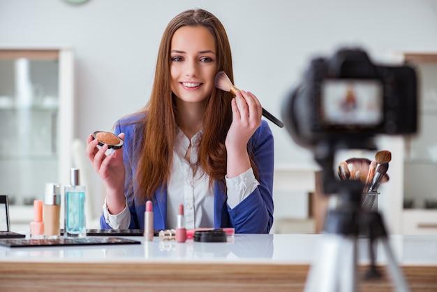 Beauty fashion blogger записывает видео