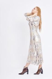 밝은 핑크 레드 메이크업 뷰티 패션 여성
