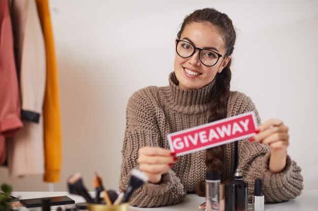 Beauty guru hosting giveaway