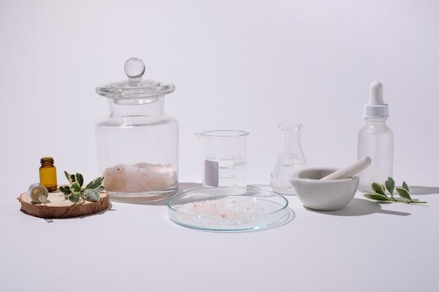 化粧品とハーブの薬のための天然成分とパッケージを使用した美容家庭薬