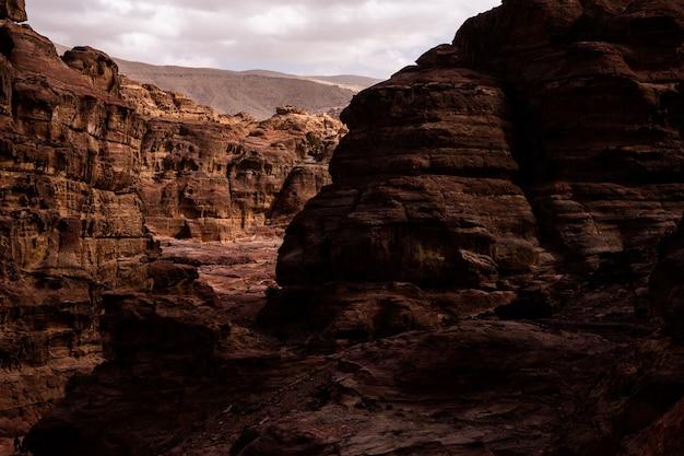 ペトラヨルダンの岩と古代建築の美しさペトラヨルダンの古代寺院