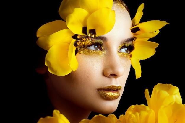 Портрет красоты брюнет с расширенными ресницами в изображении тюльпана.