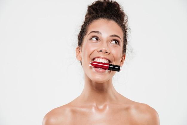 笑顔幸せなブルネットの女性の美しさの肖像画