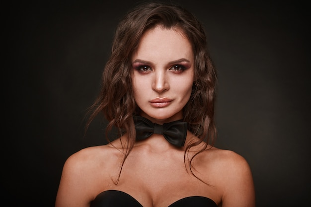 젊은 장식 섹시 한 여자의 아름다움 초상