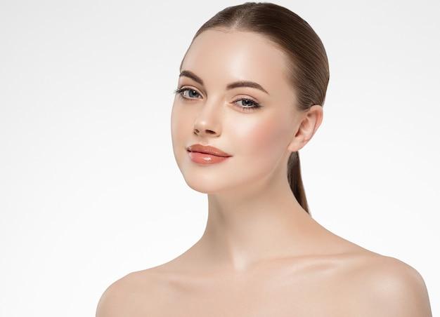 Косметическая концепция стороны естественного макияжа женщины кожи красоты. студийный снимок.