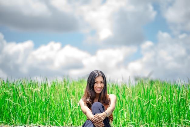 야외에서 즐기는 자연 아름다움 여자.