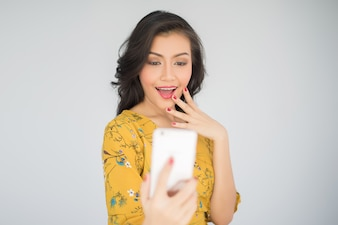 Beauty young woman with smartphone