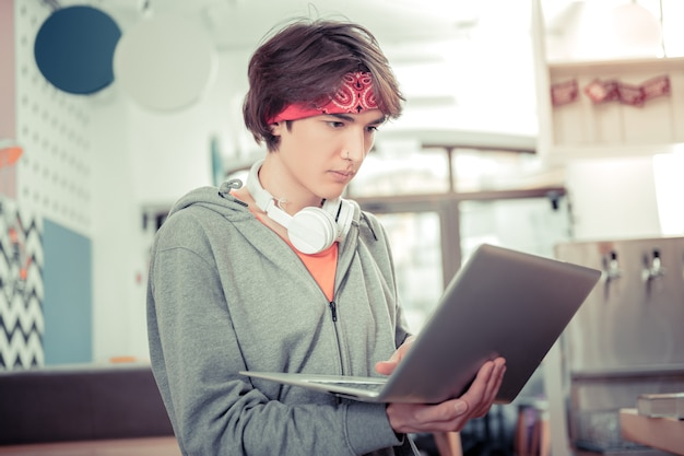 Becoming a programmer online. the motivated teen learning programming languages with online app