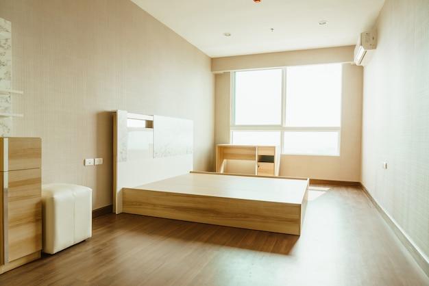部屋のインテリアのベッド