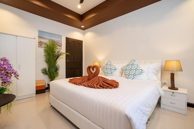 豪華なデザインの寝室のインテリア