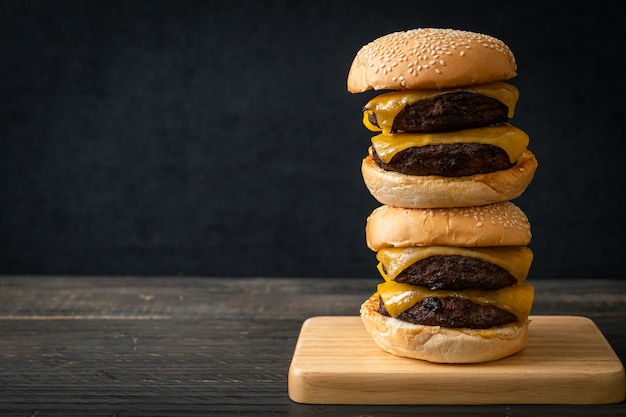 Beef burgers with cheese