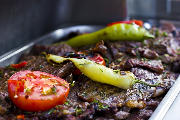 Beef grilled with green peppers and tomatoes