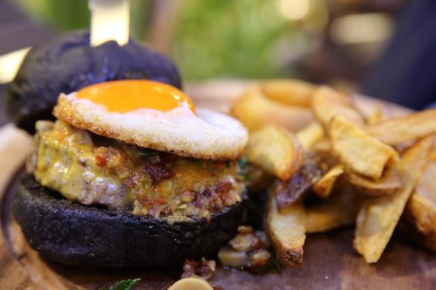Гамбургер из говядины со специями