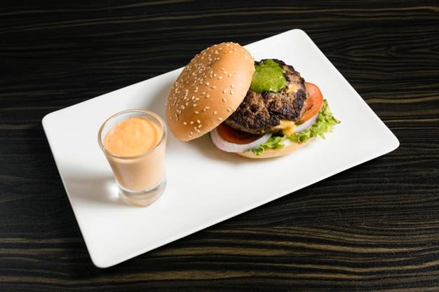 Beef pesto sauce burger