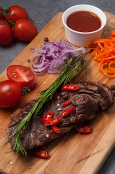 Beef steak with red onion, carrot and tomato sauce