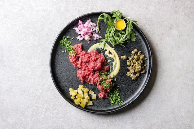 메추리 알과 쇠고기 타르타르
