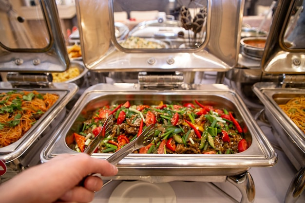 Beef with tomatoes, peppers and herbs in mamrit.