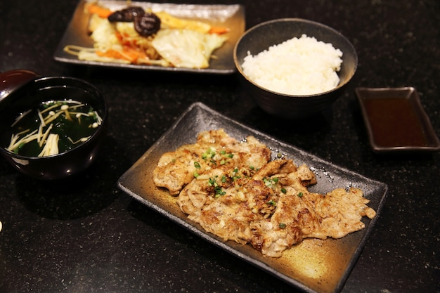 쇠고기 야채 철판 구이 일본 요리