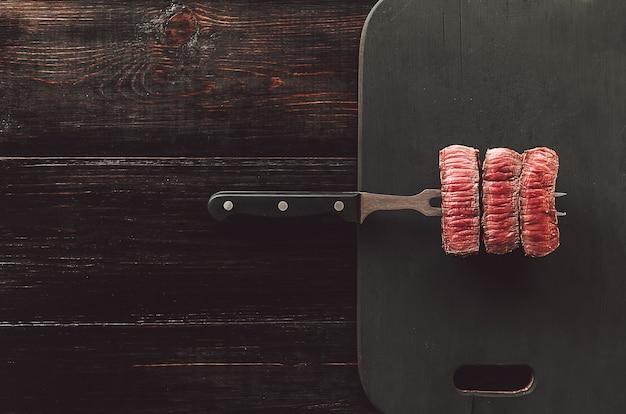まな板のビーフステーキ