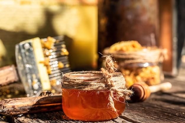 양봉가가 꿀을 수집
