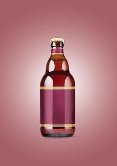 적갈색 배경에 빈 레이블이 있는 맥주 병 모형. 옥토버 페스트 개념입니다.