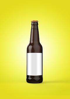 노란색 배경에 빈 레이블이 있는 맥주 병 모형. 옥토버 페스트 개념입니다.