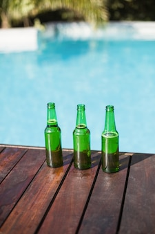 木製パネルのビール瓶