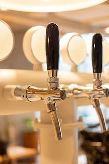 ステンレス鋼のビールディスペンサー
