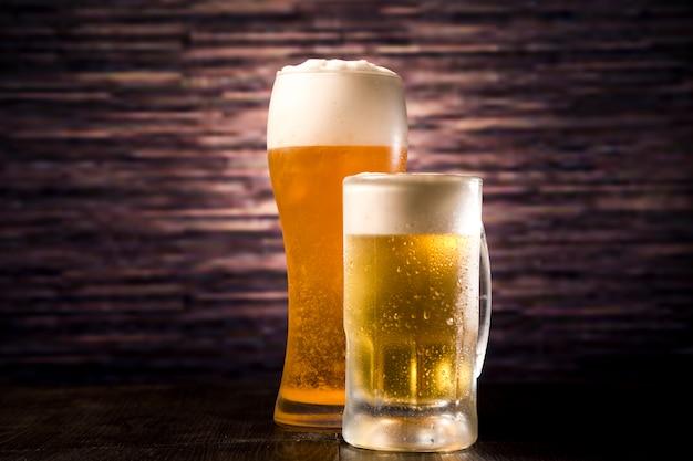 ビールグラスと瓶
