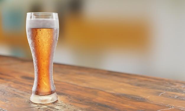 木製のテーブルのビールグラス