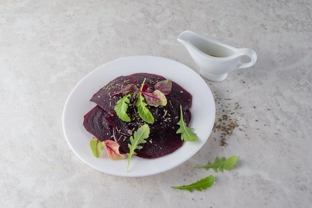 ビートルートのカルパッチョ、健康食品のコンセプト。美しいサラダ。コピースペース。