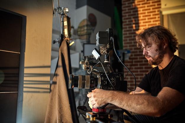 映画やビデオ製品の撮影の舞台裏