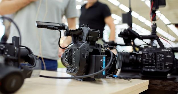 비디오 제작 또는 비디오 촬영 현장에서 tv, 쇼, 영화 용 비디오 콘텐츠 제작 개념