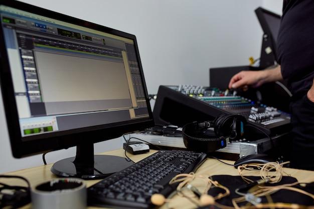 ビデオ制作またはビデオ撮影の舞台裏で、テレビ、ショー、映画のビデオコンテンツの制作の概念