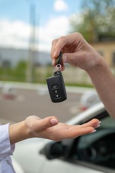 自動車教習所の運転手教育の運転手