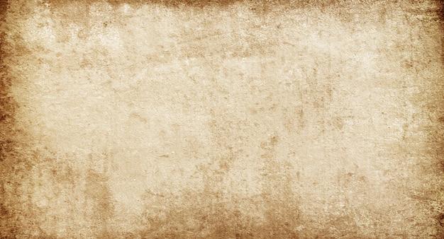 Бежевый пустой гранж из старой грубой бумаги в пятнах и полосах