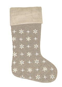 白い背景で隔離のスパンコールとビーズとベージュのクリスマスの靴下。