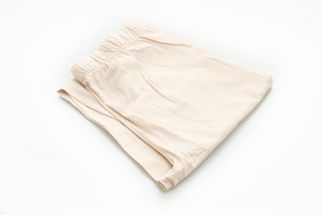 흰색 배경에 고립 된 베이지 색 바지 접기