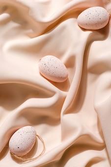 베이지 색 파스텔 장식 부활절 달걀