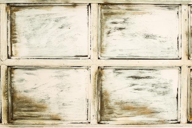 ベージュの木の背景。古いウィンドウ。レトロなドア。ひびや擦り傷、素朴。